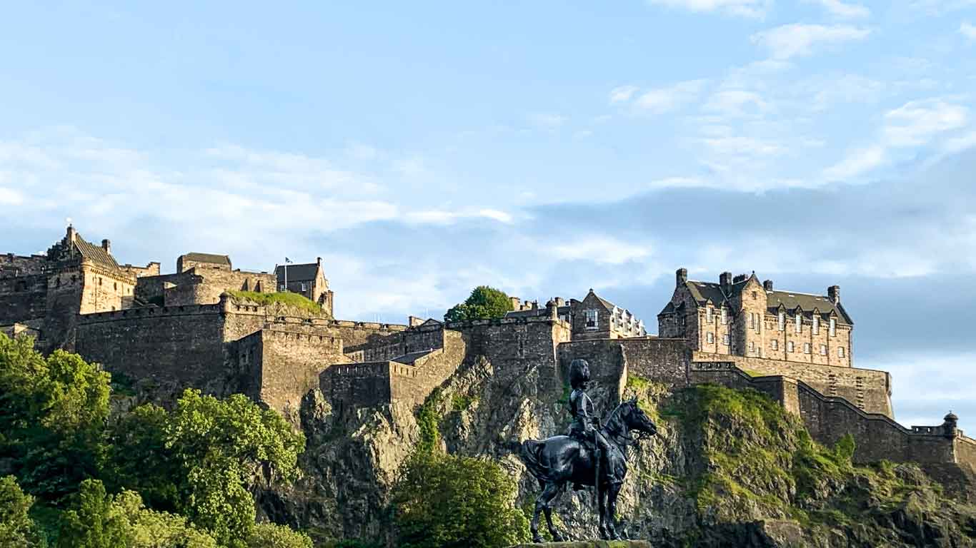 UK Holidays Inspiration. The Edinburgh Castle
