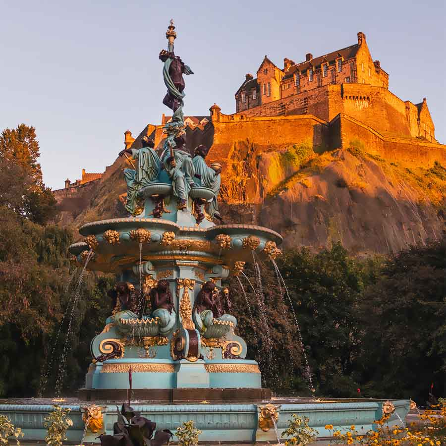 Holidays in Scotland. Edinburgh holidays and travel information