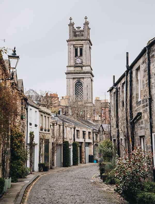 Holidays in Scotland. Edinburgh holidays and travel information