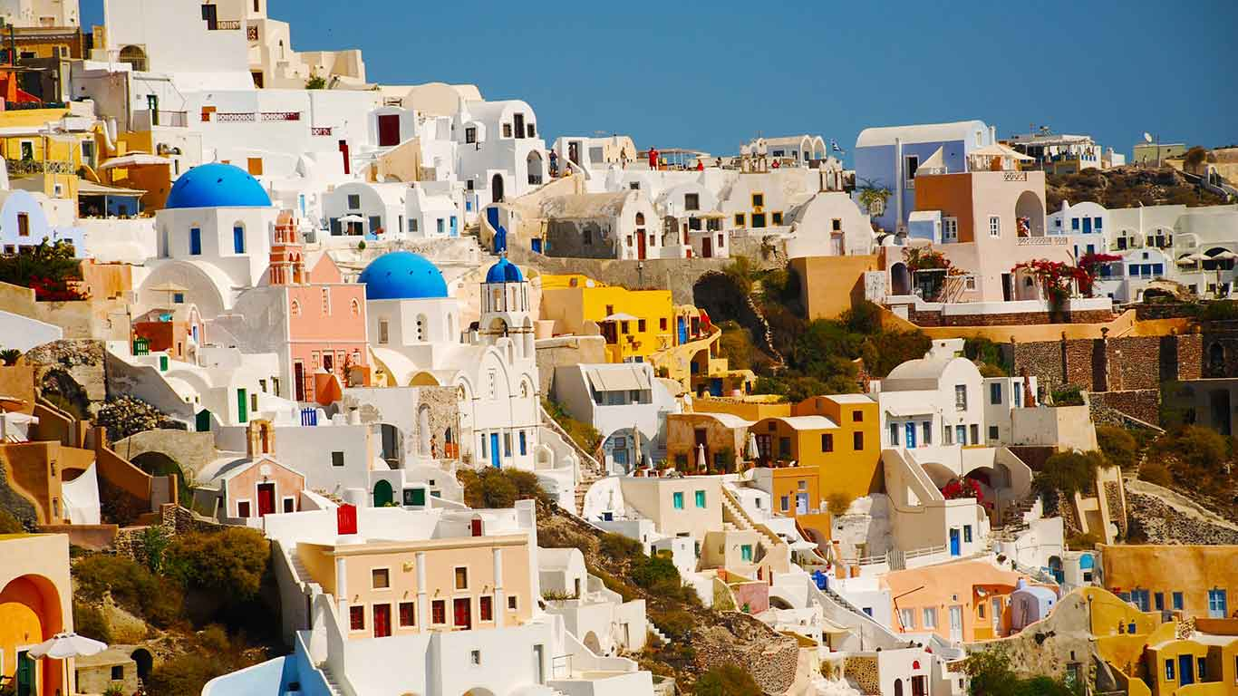 Santorini it is Greece as we imagine and dream it, Greece as a postcard, the tourist jewel of the country.