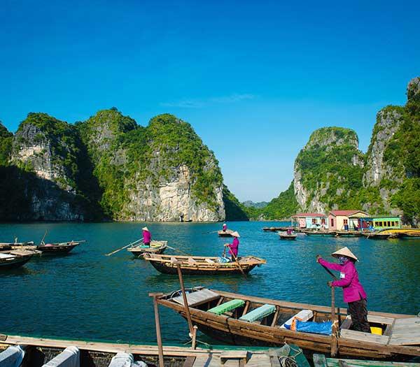 Vietnam Holidays. Halong Bay